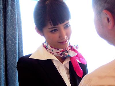 【エロ動画】仕事しているだけではつまらないので高級買春俱楽部で股を開く巨乳スレンダーなCAの麻生希…金持ちチンコをフェラチオでしゃぶり騎乗位で顔射を受けてご満悦な表情…