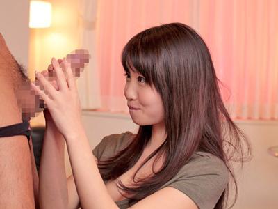【エロ動画】ロリ顔なのに巨乳というアンバランスな美少女・夢乃あいかがオイルまみれで3Pセックス!大好物の肉棒をフェラチオでしゃぶり乳揺れしながら騎乗位ピストン!