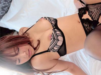 【エロ動画】元アイドルという肩書きを持っている巨乳美女の三上悠亜がカメラがあるのも忘れて激しいセックス!クンニ・手マンで悶絶して騎乗位・正常位で更に絶頂!