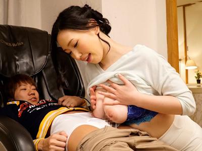 【エロ動画】ベッドでストレッチ中の巨乳お姉さん佐山愛に添い寝してもらう甘えん坊ショタ男!ちんぽを手コキとフェラで気持ちよくしてもらうと騎乗位挿入でハメパコして中出しw