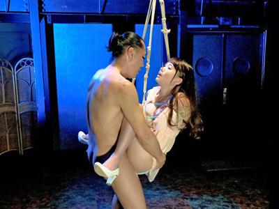 【エロ動画】全裸姿で緊縛され宙づりにされた三原ほのか。巨乳を凌辱してくる男達にそのまま手マンされまんこがびしょ濡れに!ちんぽをイラマチオさせられザーメンをぶっかけられるw