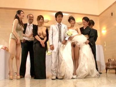 【エロ動画】セックスのハードルが異常なくらい低い世界ではそこが結婚式でも関係なし!美人でスレンダーな花嫁も花婿もあっちこっちでハメまくり寝取って寝取られ中出し大乱交状態w