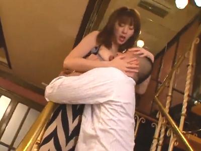 【エロ動画】レジェンドAV女優麻美ゆまが巨乳おっぱいとスレンダーなセクシーボディを露出して顔面騎乗!まんこを必死にクンニする男優のちんぽをフェラしたら立ちバックでガン突きw