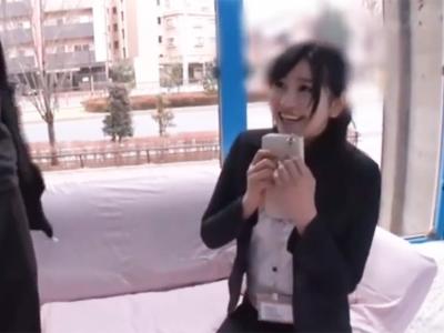 【エロ動画】MM号で筆下ろしをしてくれた色白美少女が丁寧なフェラでチンポを勃起させて…腰をクネクネさせる騎乗位はエロすぎ必見!