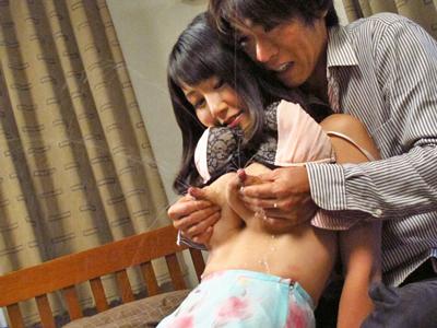 【エロ動画】興奮必至!母乳が滲み出る隣の人妻(木村まりえ)のおっぱいを揉みしだき、休む暇ないくらい喘がせまくるNTRセックス!