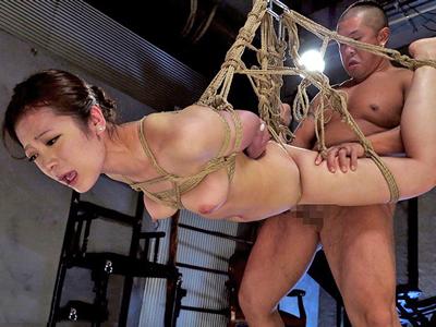 【エロ動画】ドM女・千葉ねねを緊縛調教!ローター&バイブ責めした身体に蝋燭を垂らし、複数チンポで串刺しにする輪姦ファック!