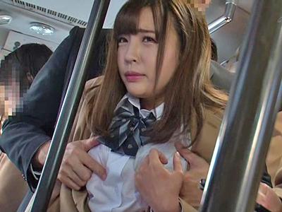 【エロ動画】巨乳JKの制服を剥ぎ取り羞恥プレイ!恥ずかしがるおマンコにチンポを挿入し、激しく突き上げイカせてみた!