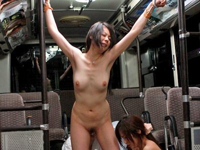 【エロ動画】愛田奈々と木島すみれをバスに監禁!乱入してきた変態オヤジは二人の身体を弄び、濃厚ザーメンをがっつり中出し