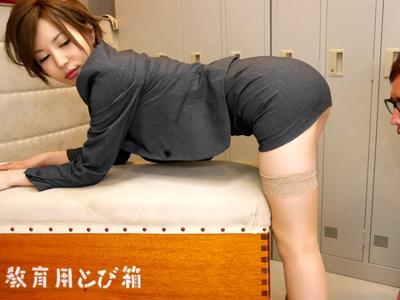 【エロ動画】ミニスカが似合いすぎる痴女教師・里美ゆりあが生徒を誘惑!口やマンコでずっぽりチンポを咥え込み、気持ちよさそうに悶え続ける!