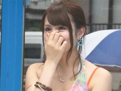 【エロ動画】MM号で男友達をマッサージしてたら大興奮!ヌルテカセクシーなお姉さんは素股じゃ我慢できなくなって、まさかの生ハメに!