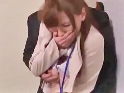 【エロ動画】仕事で試写会をしていたらロッカールームに連れ込まれ凌辱レイプされてしまったスレンダーOL…肉棒をイマラチオでご奉仕され正常位・後背位で犯される地獄がスタート…