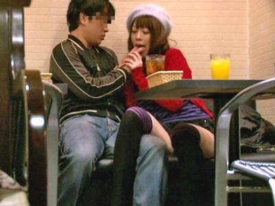 【エロ動画】スリルがないと満足できないという事もあり店内でセックスを開始する男女を盗撮!巨乳美女が美味しそうにフェラチオを行い騎乗位で尻を振る卑猥な姿をゲット…