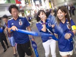 【エロ動画】酒とテンションでマンコが緩くなっているワールドカップサポーターをナンパ!友達同士でレズらせながら最後は騎乗位・正常位でガンガンピストン!