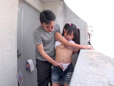 【エロ動画】黒髪ツインテールの童顔少女がパンツ姿を披露!興奮したロリコンオヤジは可愛いパンツの上からクンニしまくるwちんぽをイラマチオさせザーメンを口内射精!