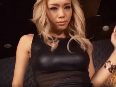 【エロ動画】スレンダーなノーブラ巨乳のギャルが黒パンスト越しに美尻を揉まれて感じちゃう!ちんぽをイラマチオさせたら立ちバックでぶち込まれてガン突きファックw