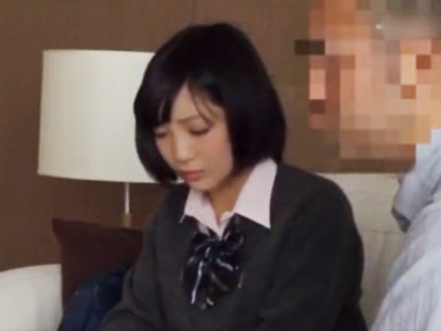 【エロ動画】ウブなJKが援交で…制服を着たままオヤジチンポで激しく突かれ、まさかの中出しにボーゼン!!