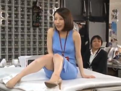 【エロ動画】宣伝部のSOD女子社員、望月りさが男性社員ばかりのオフィスで生着替えをさせられて電マ責めで潮吹きwさらに美尻丸出しでシックスナインや激ピスファックでイキまくり!