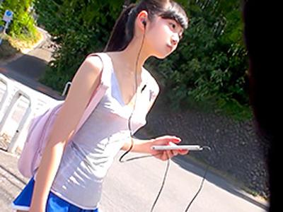 【エロ動画】富山の某コンビニで働く美少女がいつもノーブラでうろついてるとの情報を得て、遠路はるばる北陸へ!そこで見つけたスレンダー貧乳娘をナンパしAVデビューさせる!
