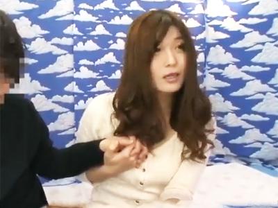 【エロ動画】上品そうな巨乳妻も童貞チンポであっさり陥落!奥のほうまで突かれて中出しされるNTRファックにうっとり