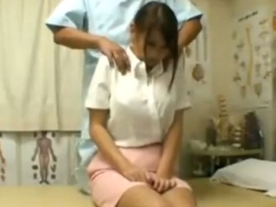 【エロ動画】エロマッサージとチンポを受け入れた巨乳娘は、乳揺れするくらい激しくピストンされてエロい喘ぎ声で悶絶!
