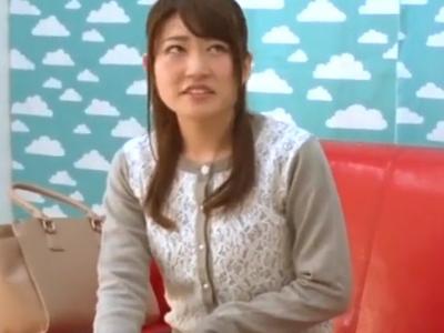 【エロ動画】早漏男に手コキ&フェラチオご奉仕しちゃうお姉さんは、すぐにイッても二回戦OK!?