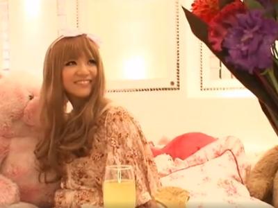 【エロ動画】ロリータギャルの巨乳娘を押し倒したら手コキ&フェラをしてくれて…我慢できずチンポをぶち込み中出ししちゃった!