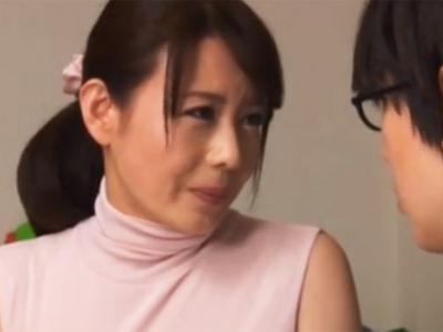 【エロ動画】激エロママ(三浦恵理子)が息子チンポを筆下ろし!禁断の近親相姦で童貞卒業して、更に中出しまで…