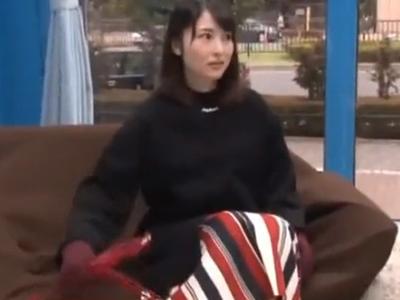 【エロ動画】マジックミラー号にナンパされ乳首セクハラマッサージで欲情しちゃった美人妻…他人棒の挿入を許してしまい正常位・後背位でピストンされるNTR不倫セックスに…