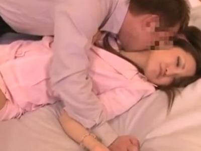 【エロ動画】美人OLが泥酔していたので介抱するふりして自宅に連れ込み!クンニしても起きないのでギンギンチンコを挿入して正常位で犯しまくるレイプを決行…!