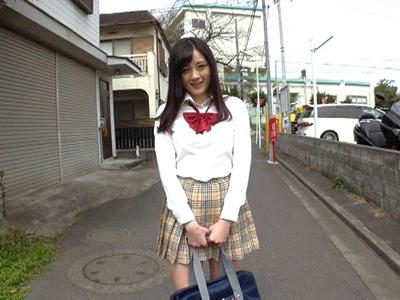 【エロ動画】美少女だけどビッチなJK・鈴原エミリと付き合う事になったので毎日のようにセックスに狂う!肉棒をフェラチオさせてパイパンマンコにザーメンを中出し種付け…!
