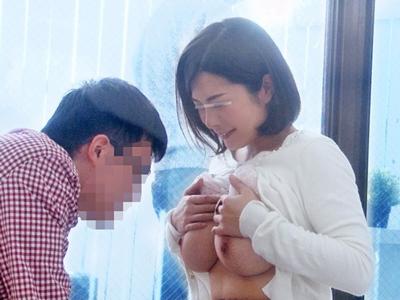 【エロ動画】義理の息子との関係に悩んでいる巨乳人妻が体を使って仲良くなる企画!仮にも身内のチンコをフェラチオでしゃぶり騎乗位で射精させる近親相姦セックスに…