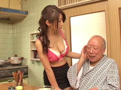 【エロ動画】うっかりバイアグラを飲んで肉棒がギンギンになってしまった義父!それを見た巨乳人妻が興奮して騎乗位・正常位でピストンを求める近親相姦セックスに…