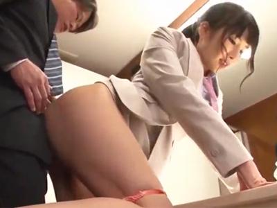 【エロ動画】仕事中だけどマンコが濡れてしまったので同僚を誘ってトイレでセックスを開始する巨乳痴女のOL…気持ち良さそうにクンニを受け後背位の顔射ぶっかけで大満足…!