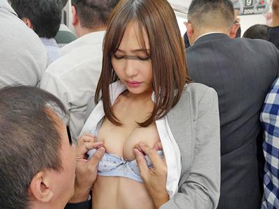 【エロ動画】張り裂けそうなタイトスカートの尻を見せつけ痴漢を誘発するビッチな美人OL…それに釣られた男たちが肉棒をフェラチオしてもらい後背位で膣穴をピストン…