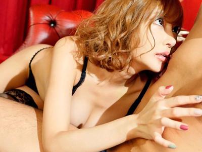 【エロ動画】二ヶ月セックスとオナニーを禁止されていた巨乳美女・明日花キララ…そんな彼女が肉棒を見ると痴女化してしまいフェラチオして騎乗位ピストンが止まらない…