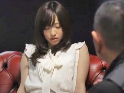 【エロ動画】催眠術でマンコが濡れ濡れになってしまったスレンダー美少女がキモイオッサンと濃厚セックス!クンニでマンコを刺激されピストンが終わっても止まらないオナニー…
