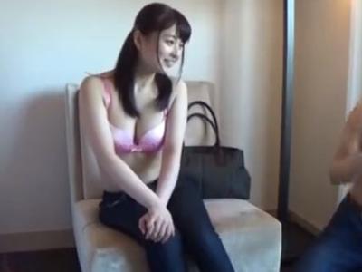 【エロ動画】ドスケベボディの巨乳人妻をナンパでゲット!すぐに股を開いちゃうビッチだったので他人棒をフェラチオさせて濃厚ザーメンを顔射ぶっかけしてあげました…