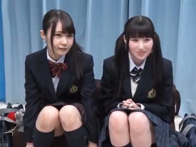 【エロ動画】ロリ可愛いJK二人組をうまく騙して大人チンポで激しくピストン!発達途中のおマンコは、気持ちよすぎてぐっしょりヌレヌレ!?