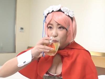 【エロ動画】巨乳レイヤーをほろ酔い状態で発情させて押し倒す!イチャイチャ恋人気分を味わいながら楽しむハメ撮りセックス
