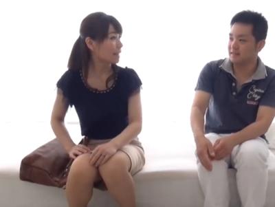 【エロ動画】若いチンポにときめいてしまった巨乳妻に「筆下ろししてあげる」と言われて童貞卒業&中出しセックス!