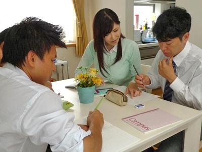 【エロ動画】優しくて美しすぎる人妻女教師(沖田杏梨)が生徒たちにレイプされ、巨乳をぶるぶる揺らしながら乱交で絶叫!