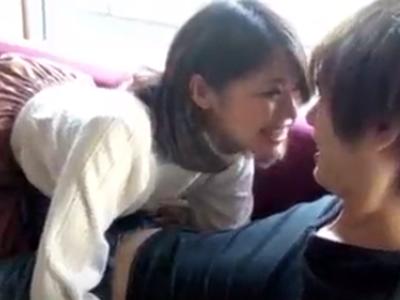 【エロ動画】真っ昼間からチンポを求めて乱れっぱなし!イケメン彼氏×美乳娘のイチャラブセックス!