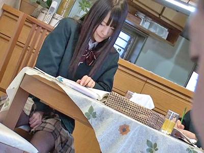 【エロ動画】絶倫すぎる美少女JKが友達のお父さんを誘惑!コタツの中でフェラチオしたら、家のあらゆる場所で中出しセックスすることに…
