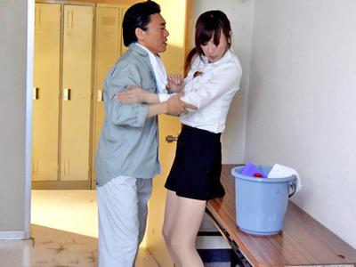 【エロ動画】用務員にレイプされたセクシー女教師・澤村レイコ!最初は嫌がっていたのに、いつの間にか快感漬けで中出しを受け入れる!