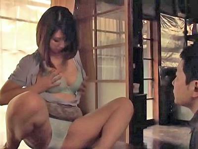 【エロ動画】娘婿に夜這いされ逞しい男根に屈服してしまう巨乳熟女の義母…フェラチオだけで膣穴を濡らし騎乗位・正常位で中出しを求める禁断の近親相姦セックス…