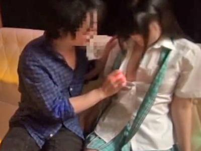 【エロ動画】太客をゲットするためチンコをフェラチオしてマンコに挿入させるJKコスプレのおっぱいパブ嬢…そんな事をしているから騎乗位で中出しザーメンが子宮からどろろ…
