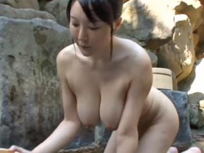 【エロ動画】混浴温泉で爆乳美女に誘われたので据え膳食わぬは男の恥!ガチガチに固くなった男根をフェラチオさせて望むがままに騎乗位で中出し種付けしちゃいました…!