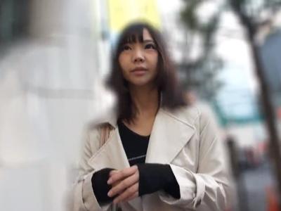 【エロ動画】千円札の罠に引っかかった長身素人娘のナンパに成功!ちゅぱちゅぱと優しいフェラチオでチンコを刺激してくれたので騎乗位・正常位でピストンするハメ撮りセックスに!