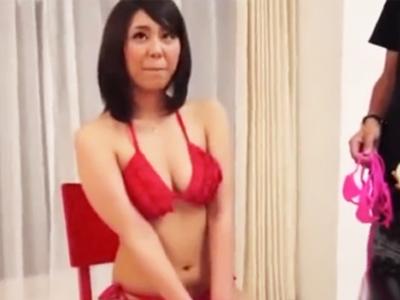 【エロ動画】グラビアのスカウトと言われナンパを受け入れてしまう巨乳素人…結局スケベ水着を着用してローターで責められ正常位で突かれまくりのハメ撮りセックスに…