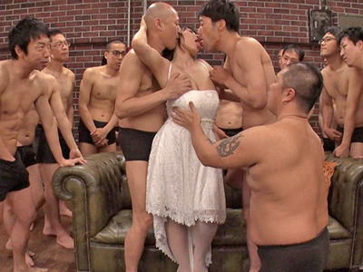 【エロ動画】巨乳美女の澁谷果歩が引退前にアナルもマンコも大放出する乱交セックス!フェラチオ・パイズリで勃起したチンコを求め乳揺れしながら激しい騎乗位で絶頂悶絶…!